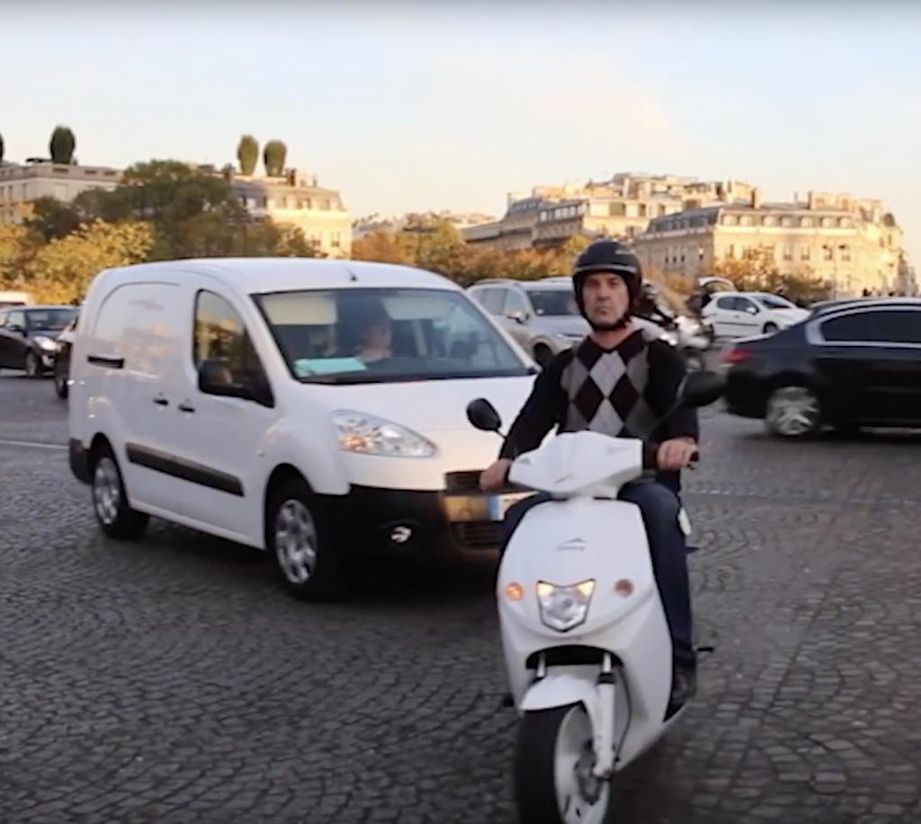 Le scooter Govecs (100% électrique, équivalent 50 et 125 cm3).