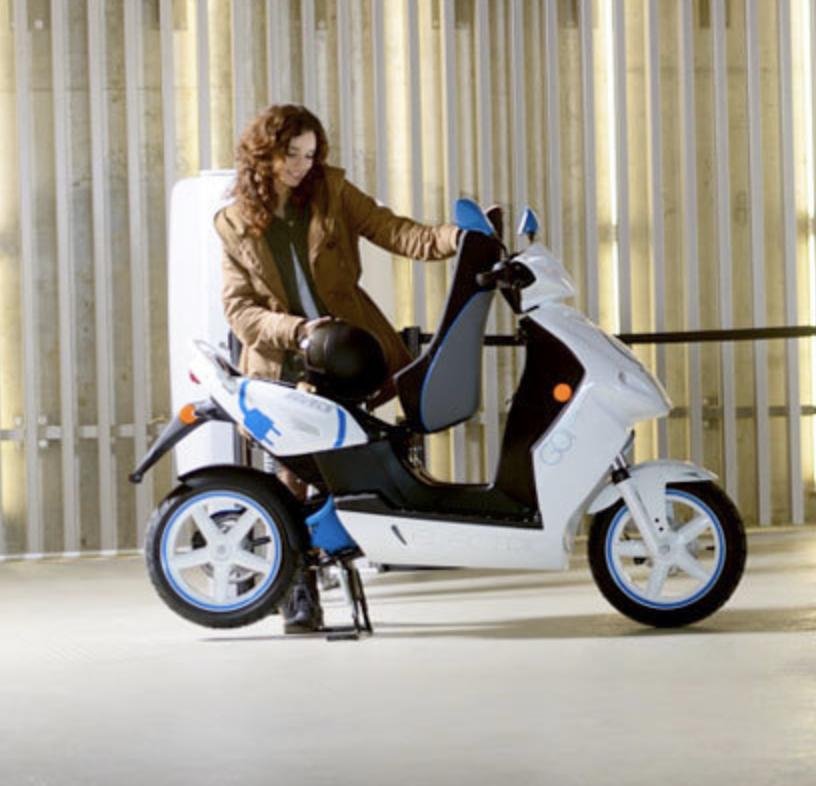 Le scooter Govecs (100% électrique équivalent 50 et 125 cm3)